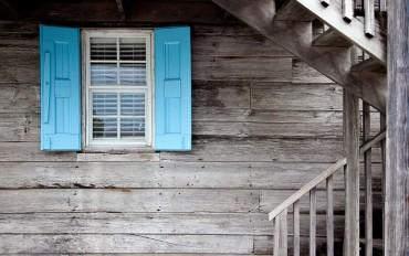shutters-669296_640-370x232.jpg